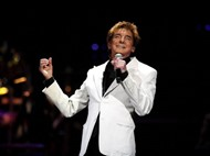 Barry Manilow to donate piano to Holmes High School