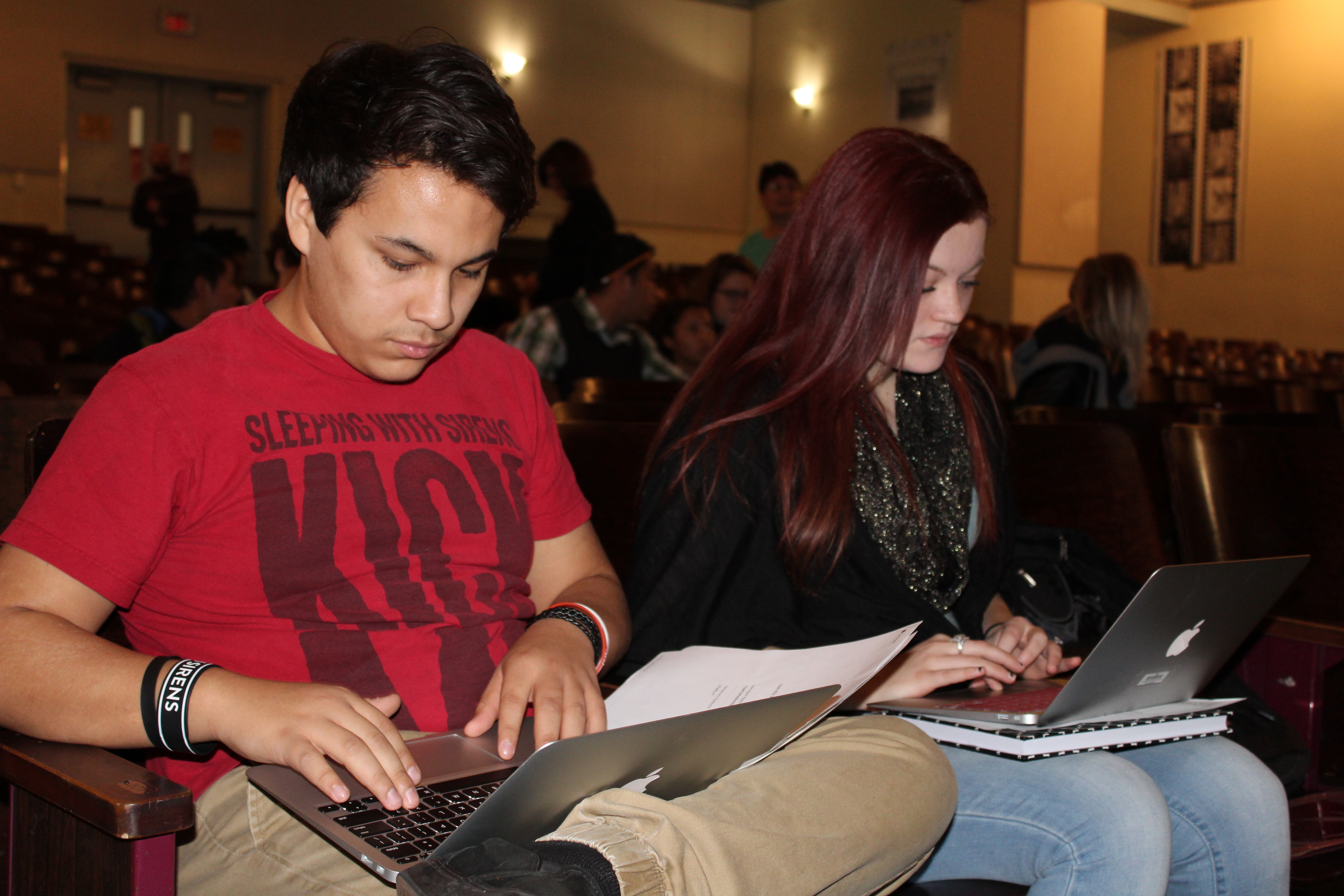 Holmes Students Receive MacBooks